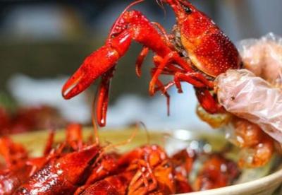 中国小龙虾飞迪拜,每公斤卖735元