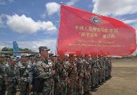 """奔驰在湄公河畔的""""和平列车""""——中国人民解放军""""和平列车""""医疗队赴老挝开展医疗服务纪实"""