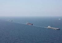 中国海军编队在亚丁湾为商船保驾护航