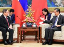 王毅会见菲律宾政府代表团