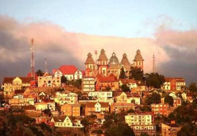 """专访:马达加斯加是中非共建""""一带一路""""的桥梁和纽带"""