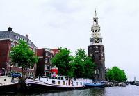 荷兰用可再生塑料建智能自行车道