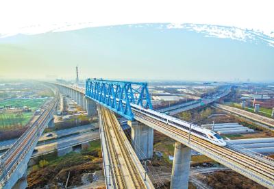改革开放以来我国形成四通八达的综合运输网络