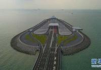 港珠澳大桥首批跨境车辆从香港出发