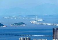 """新闻分析:港珠澳大桥为香港经济发展""""铺路搭桥"""""""