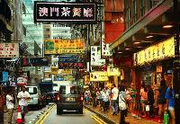 """香港""""一桥一铁""""迎来客流小高潮"""