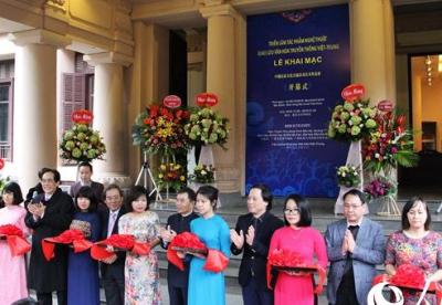 中越民族文化交流活动艺术作品展在河内开幕