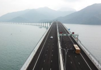 粤港跨境私家车将分阶段免手续试用港珠澳大桥