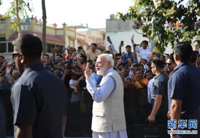 印度大选第三阶段投票开始 总理莫迪完成投票