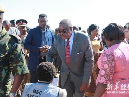 穆塔里卡成功连任马拉维总统