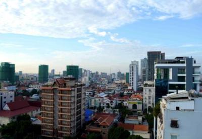 """专访:高峰论坛促进""""一带一路""""国家更紧密合作——访柬埔寨新闻大臣乔卡纳里"""