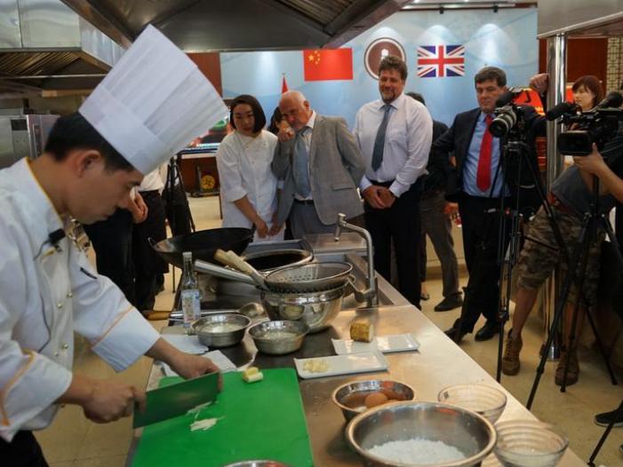 """通讯:英国""""鲁班工坊""""助推中餐教学国际化"""