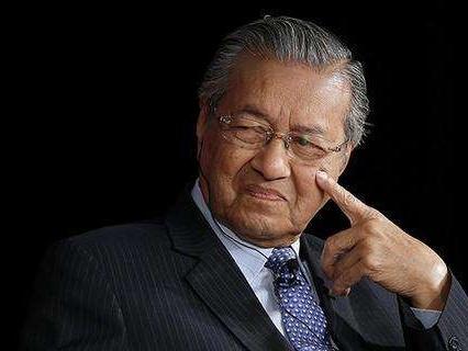 马来西亚总理:方便外国人投资 将简化经商程序及规章