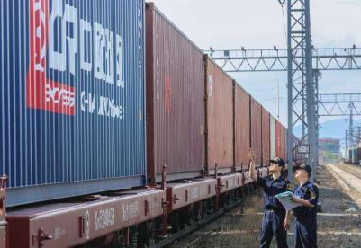 今年前5个月新疆阿拉山口进出境中欧班列量稳中有升