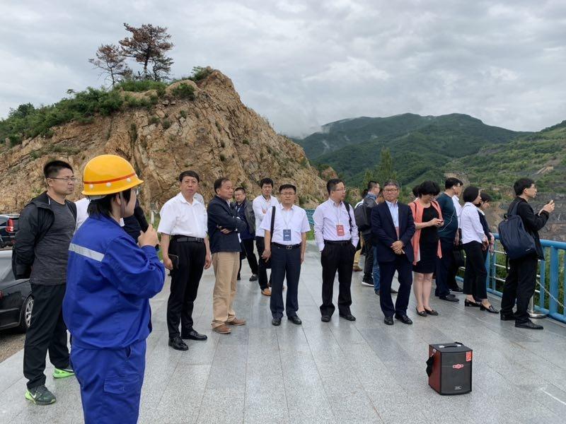 2019中国(辽宁)国企合作与发展论坛嘉宾参观本钢南芬露天矿