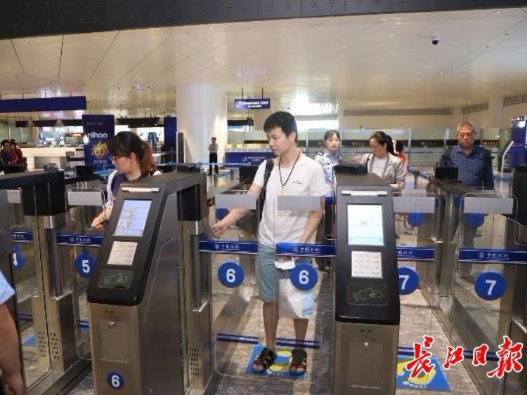 端午节出入境小高峰将至 预计日均出入境旅客205万人次
