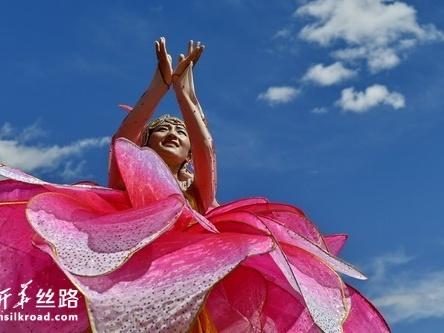 第十七届珠峰文化旅游节开幕点燃群众文化热情
