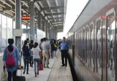 青藏铁路暑运将加开978趟旅客列车 预计发送旅客423万人次