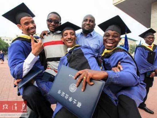 196个国家和地区的49.22万名留学生去年来华留学