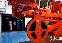 """我国首艘自主建造的极地科学考察破冰船""""雪龙2""""号交付"""
