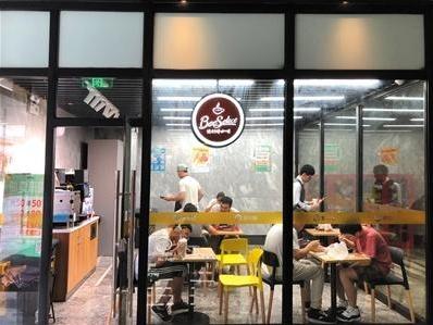 """单身白领就餐首选便利店,便利蜂成""""小企业食堂"""""""