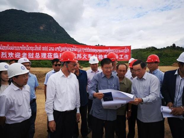 老挝总理视察中老铁路琅勃拉邦车站施工现场
