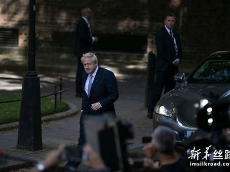 """综述:英国新首相的""""三把火"""""""
