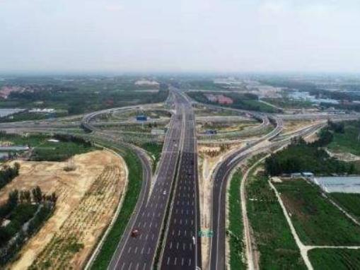 山东滨莱高速改扩建工程主线通车运营