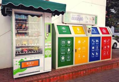 """上海实施垃圾分类""""满月"""":绿色消费理念推广普及游客"""