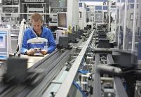 财经观察:美国制造业衰退再度拉响经济警报