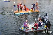"""比利时小城举办""""浴缸划船节"""""""