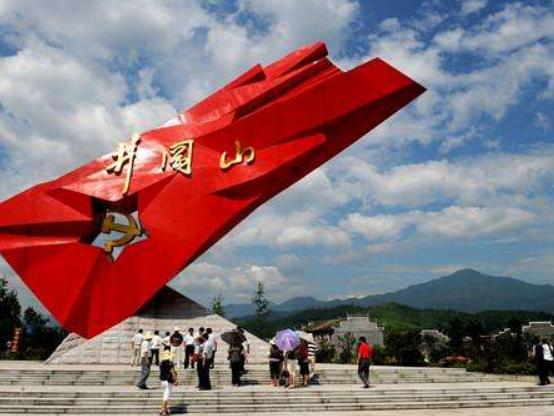 全国已有红色旅游经典景区300个 红色旅游蓬勃兴起