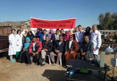 """通讯:撒哈拉沙漠上的""""白衣使者""""——记中国援突尼斯医疗队"""