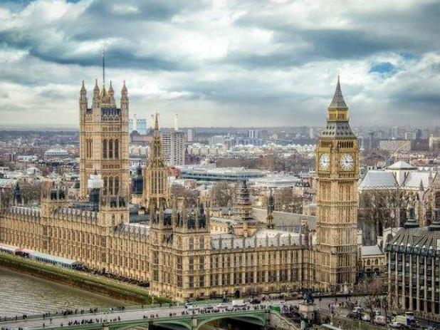 综述:英国二季度经济萎缩引担忧