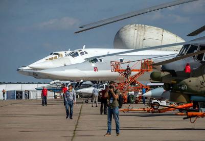 综述:中国精品闪亮莫斯科航展 中俄期待深化合作
