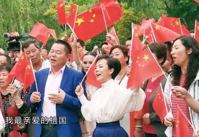 丁佐宏代表民营企业家唱响《我和我的祖国》