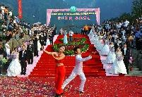第三届月亮文化节集体婚礼现场