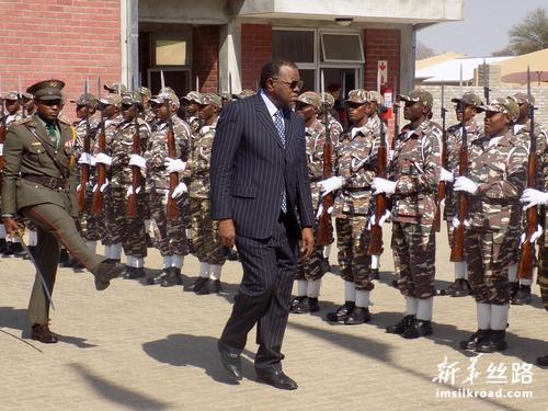 纳米比亚总统为中国援建的国防学院揭牌