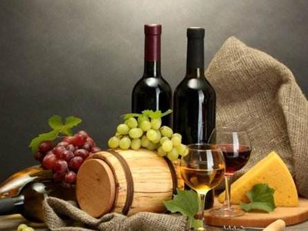 """通讯:""""对法国葡萄酒加征关税,实际是在惩罚美国人"""""""