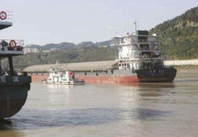 万吨级船舶首航长江叙泸段