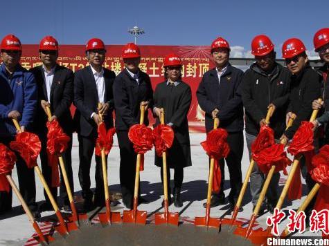 西藏拉萨贡嘎国际机场新建T3航站楼混凝土结构封顶
