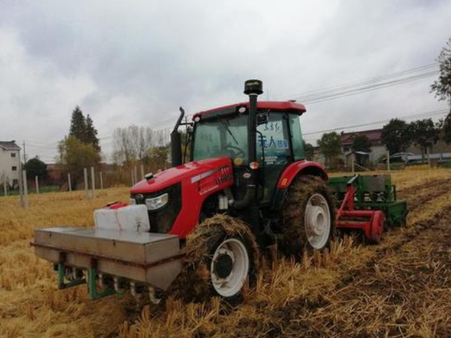 中国科研人员成功研发无人驾驶联合耕播作业机