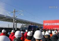 敦煌铁路全线开通运营 西北首条环形铁路网打通