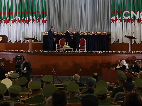 阿尔及利亚总统任命临时总理