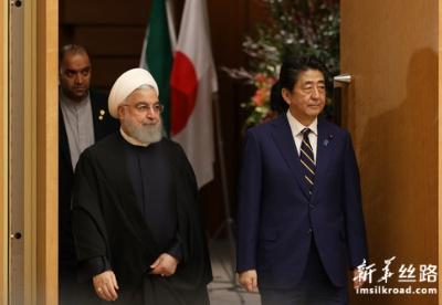日本首相安倍晋三与伊朗总统鲁哈尼举行会谈