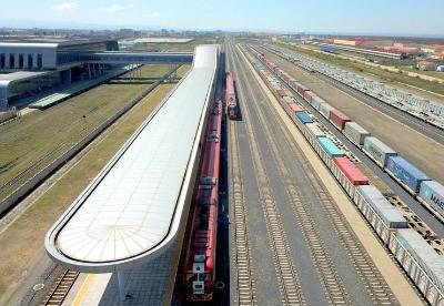 特写:火车鸣笛声吹响东非内陆繁荣号角——记内马铁路一期货运通车