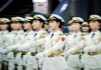 中国第二艘航母交付:中国海军展示力量?