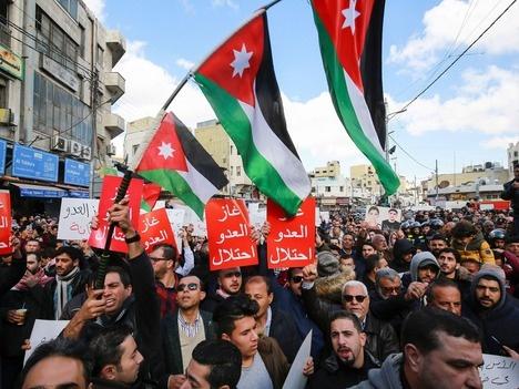 约旦民众游行集会抗议进口以色列天然气