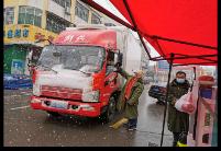 """安徽蚌埠固镇县:风雪中的""""守城人"""""""