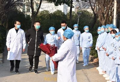 安徽省首例确诊新型冠状病毒感染的肺炎患者治愈出院